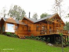 Modelos de casas prefabricadas en Chile. Más #Modelosdecasas House Plan With Loft, House Plans, Style At Home, Tiny House Exterior, Hillside House, Casas Containers, Cottage Style Homes, Log Cabin Homes, Cabins And Cottages