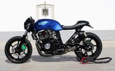 Cafe racers, scramblers, street trackers, vintage bikes and much more. The best garage for special motorcycles and cafe racers. Cb400 Cafe Racer, Cafe Racer Honda, Cb750 Cafe, Cafe Racer Build, Cafe Racer Bikes, Cafe Racers, Honda Cb750, Honda Nighthawk, Cb 750 Seven Fifty