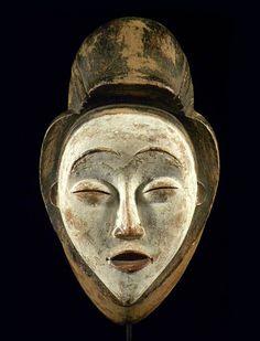 Ritual mask of Punu family whitewashed African Masks, African Art, Ancient Artefacts, Atelier D Art, African Sculptures, Art Premier, Cool Masks, Masks Art, Encaustic Art
