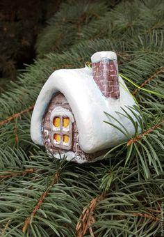 Купить игрушка елочная из папье-маше Избушка зимняя (домик) - елочные игрушки, елочные украшения