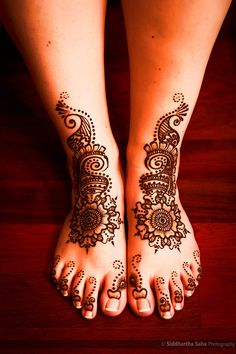 combined the circular designs, flowers, and peacock feathers! #indianwedding #mehendi #henna