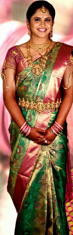 Ideas for south indian bridal wear blouses Indian Bridal Hairstyles, Indian Bridal Outfits, Indian Bridal Wear, Bridal Poses, Bridal Photoshoot, Personalized Bridal Shower Gifts, Blue Bridal Shoes, Disney Bridal Showers, Bridal Party Shirts