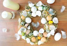 Netradičné veľkonočné vence   Urob si sám Egg Shells, How To Make Wreaths, Floral Wreath, Vence, Art Floral, Christmas, Ideas, Egg Shell, Center Table