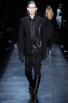 Ann Demeulemeester Fall 2009 Ready-to-Wear Fashion Show - Louis De Castro (BANANAS)