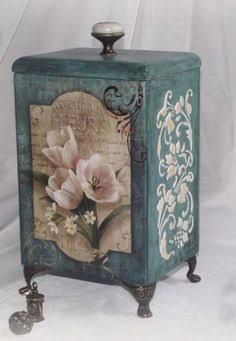 decoupage art craft handmade home decor DIY do it yourself box Painting Old Furniture, Decoupage Furniture, Decoupage Box, Decoupage Vintage, Vintage Crafts, Painting On Wood, Painted Furniture, Painted Boxes, Wooden Boxes