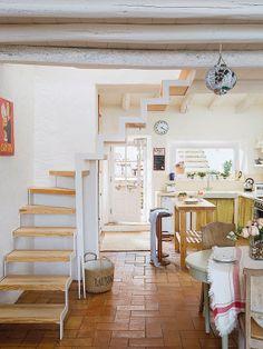 Keltainen talo rannalla: Tyylikkäitä koteja sunnuntaille