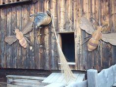 Sich ´mal fühlen wie eine Biene wenn sie im stockdunklen Bienenstock rumwerkelt. Willkommen im Dunkelgang. Door Handles, Home Decor, Bee House, Beehive, Darkness, Door Knobs, Decoration Home, Room Decor, Home Interior Design