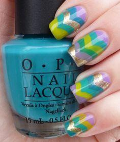 Multicoloured striped nails
