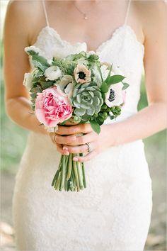 pink and green wedding bouquet #weddingbouquet @weddingchicks