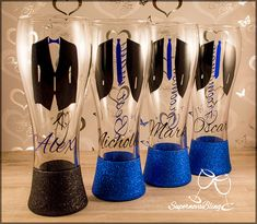 Personalized wedding glitter pint beer glasses groom groomsmen best men suit tie - Life with Alyda Beer Pint Glasses, Pint Of Beer, Red Wine Glasses, Painted Wine Glasses, Wedding Favors For Men, Cheap Wedding Invitations, Gifts For Wedding Party, Bridal Gifts, Bride And Groom Glasses