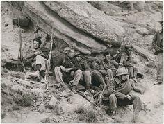 Soldados republicanos en el frente de Aragón, cerca de Fraga, en 1938. © Robert Capa.