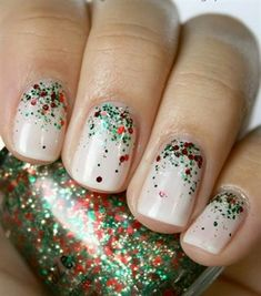25 Easy Christmas Nail Art Designs To Try Yourself. Elephant on the Road. nails Easy Christmas Nail Art Designs To Try Yourself – Elephant On The Road Christmas Nail Polish, Xmas Nails, Diy Nails, Simple Christmas Nails, Christmas Holiday, Christmas Glitter, Christmas Nail Designs Easy Simple, Cute Christmas Nails, Christmas Manicure
