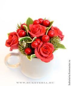 Новогодний презент. Кружечка с цветами. Прекрасный подарок друзьям и близким на Новогодние праздники. Мини композиции в чайных и кофейных кружечках. Цветы выполнены из полимерной глины.