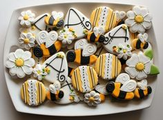 Bee Decorations + Ideas for a Birthday or Baby Shower! Throwing a Bee Birthday Party or Mom to Bee Baby Shower? Want some fun Bumblebee ideas to share. Bee Cookies, Galletas Cookies, Flower Cookies, Cupcake Cookies, Sugar Cookies, Birthday Cookies, Cookie Bouquet, Cookie Favors, Heart Cookies