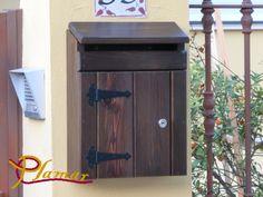 Buzón rústico de madera tratada ideal para exteriores.  Con una ranura superior para el correo más voluminoso.   Precio: 49.99€