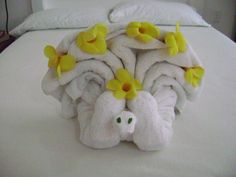 Towel Origami Peacock at Posada Yum Kin Hotel Tulum Mexico Towel Origami, Hotel Towels, Towel Animals, How To Fold Towels, Towel Crafts, Decorative Towels, Napkin Folding, Washing Clothes, Homemade Gifts