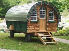 Living Outdoor in a Traditional Romany 'Vardo' Caravan.    http://gypsywaggons.co.uk