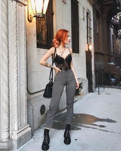 Body de renda: 70 ideias para incluir a peça no look do dia Lace body: 70 ideas to include the piece in the look of the day (PHOTOS) Grunge Outfits, Edgy Outfits, Mode Outfits, Fall Outfits, Summer Outfits, Fashion 90s, Tokyo Street Fashion, Dark Fashion, Grunge Fashion