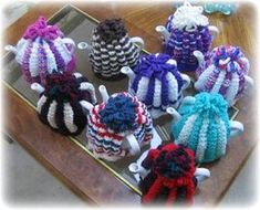Intro: How to Knit a 'proper' English Tea Cosy!Americans don't know what a tea cosy is! Tea Cosy Knitting Pattern, Tea Cosy Pattern, Knitting Patterns, Crochet Patterns, Crochet Geek, Form Crochet, Knitted Tea Cosies, Recycled Books, Geek Crafts
