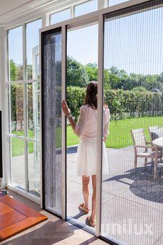 Unilux Plissefit; De meest verkochte hor van Nederland! Geschikt voor tuindeur en schuifpui. French Doors With Screens, House Plants Decor, Breezeway, Kitchen Inspiration, Babyshower, Home Improvement, Windows, Outdoor, Houses