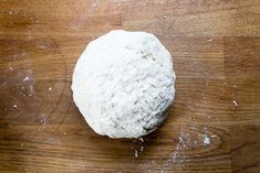 This tasty, light and fluffy easy naan bread recipe is ready in just 15 minutes with 4 ingredients! Easily vegan, gluten-free and a quick yeast free bread. Step by step picture tutorial. Quick Naan Bread Recipe, Homemade Naan Bread, Recipes With Naan Bread, Healthy Bread Recipes, Eggless Recipes, Somali Recipe, Nan Recipe, Veggie Meal Plan, No Yeast Pizza Dough