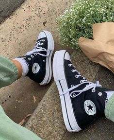 Dr Shoes, Swag Shoes, Hype Shoes, Me Too Shoes, Mode Converse, Converse Shoes, Green Converse, Converse High, Cute Sneakers