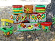 Macetas Painted Plant Pots, Painted Flower Pots, Pots D'argile, Clay Pots, Flower Pot Crafts, Clay Pot Crafts, Cool Things To Build, Pottery Painting Designs, Decorated Flower Pots