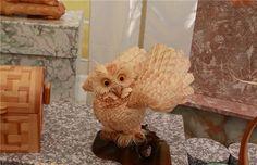Sergei est un artiste sculpteur russe doté d'un talent incroyable et de doigts de fée : lorsque du bois passe sous ses mains, il le transforme en d'incroyables oeuvres représentant des animaux tellement détaillés que leurs poils et leurs plumes semblent ré...