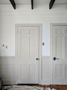 If you're planning on trying to incorporate the Contrasting Trim paint color technique in your own home, we're sharing a little insight into the process and 5 Perfect Paint Colors. Interior Door Colors, Painted Interior Doors, Interior Trim, Painted Doors, Farmhouse Interior Doors, White Interior Doors, Painted Wainscoting, Interior Painting, Trim Paint Color
