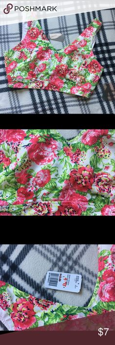 Forever 21 Floral crop top size Large New with tags! In perfect condition! Forever 21 Tops Crop Tops