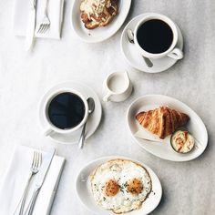 Dulce y salado para 2 #croissant #eggs #coffee