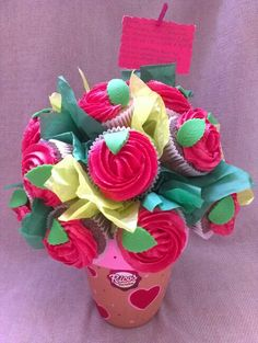 Cupcakes chocolate y vainilla. Buttercream rosas rojas