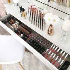 #Tocador #deco #almacenaje #brochas #maquillaje