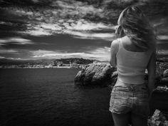 Egyedül nyaralni annyi, mint teljesen átadni magadat testestül-lelkestül az életnek, és élvezni, még a csendet is. :-) Én receptre írnám fel az...