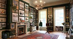 I Adore Multi-Picture Hung Walls. Interior Walls, Best Interior, Interior Design, Elle Decor Magazine, Dark Walls, Interior Inspiration, Design Inspiration, Living Spaces, Living Rooms
