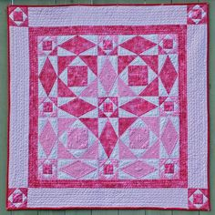Hearts Entwined Quilt Pattern - I have made a Storm at Sea quilt, but this is an iteresting use of color to form a heart. Quilt Baby, Small Quilts, Mini Quilts, Quilting Projects, Quilting Designs, Quilting Ideas, Diy Projects, Storm At Sea Quilt, Quilt Modernen