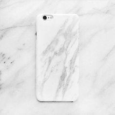 Hülle mit marmorierten Design für das iPhone 6. Hier entdecken und shoppen: http://sturbock.me/6pG