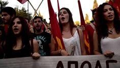 """Griechenlands Volksabstimmung Hoffnung der Jugend, Angst der Alten In ganz Athen streiten die Griechen über das Referendum: Auf der einen Seite stehen die hoffnungsvollen """"Oxi""""-Anhänger, auf der anderen Seite die stark geschrumpfte Mittelschicht. Geht es nach der Präsenz im Stadtbild, ist klar, wer gewinnen wird. 03.07.2015, von FRANZ NESTLER, ATHEN"""