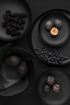 Odile Decq e Jasper Morrison per Alessi You should use your balcony to grow vegetables. Odile Decq, Dark Food Photography, Levitation Photography, Black Food, Cuisines Design, White Aesthetic, Shades Of Black, Food Styling, Food Art