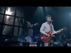 Noel Gallagher's High Flying Birds - Everybody's On The Run LIVE ( best ever )