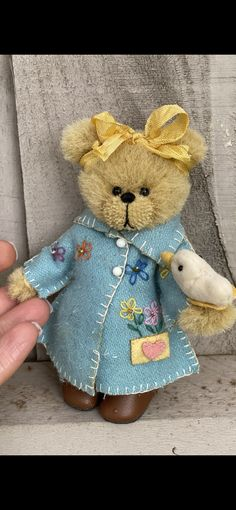 Handmade Teddy Bears and Artist Bears - Thousands of collectable bears displayed by the artists themselves. Quack Quack, Australian Artists, Easter Crafts, Teddy Bears, Adoption, Dinner, Sweet, Handmade, Animals