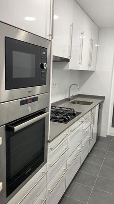 Kitchen Pantry Design, Luxury Kitchen Design, Interior Design Kitchen, Kitchen Decor, Kitchen Ideas, Buy Kitchen, Kitchen Layouts, Kitchen Modular, Cuisines Design
