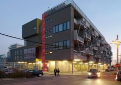 Image 24 of 57 from gallery of Terrace House Tokiostrasse / ARTEC Architekten. Courtesy of ARTEC Architekten Urban Design, Building Design, Terrace, Arch, Multi Story Building, Construction, Gallery, House, Image