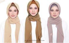 Tutorial Hijab Wisuda, Hijab Style Tutorial, Blue Fashion, Hijab Fashion, Womens Fashion, Tudung Shawl, Simple Hijab, Black Abaya, Korea Makeup