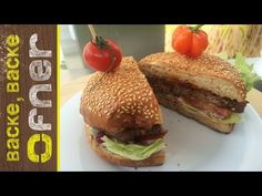 Backprofis Bio Spezial Burger | Backe backe Ofner - YouTube Hamburger, Ethnic Recipes, Food, Youtube, Homemade Burgers, Food And Drinks, Food Food, Bakken, Breads