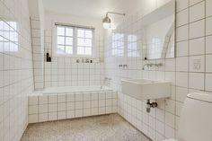 Boligen er ikke længere til salg hos home Bathroom Goals, Bathroom Inspo, Bathroom Inspiration, Bathroom Renos, Bathroom Interior, Terrazzo, Guest Toilet, Toilet Room, Interior Design