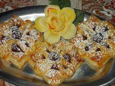 Rozi Erdélyi konyhája: Leveles tésztából készült virágok Waffles, French Toast, Breakfast, Christmas, Puding, Food, Morning Coffee, Navidad, Xmas