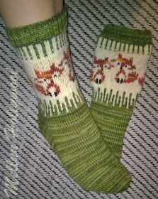 Mellun Hollywool: Kettusukat itselle Knit Mittens, Knitting Socks, Hand Knitting, Knitting Charts, Knitting Patterns, Crochet Patterns, Crochet Shoes, Knit Crochet, Fox Socks