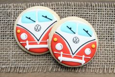 VW Bus / Volkswagen Bus / Hippie Bus Sugar Cookies - 1 dozen Cutest cookie ever! Car Cookies, Fancy Cookies, Cut Out Cookies, Royal Icing Cookies, Cookies Et Biscuits, Cupcake Cookies, Making Cookies, Hippie Party, Birthday Cookies