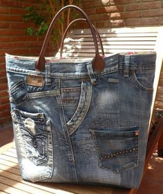 denim bag from old jeans Diy Jeans, Mochila Jeans, Diy Sac, Denim Purse, Denim Bags From Jeans, Denim Ideas, Denim Crafts, Jean Crafts, Jeans Material